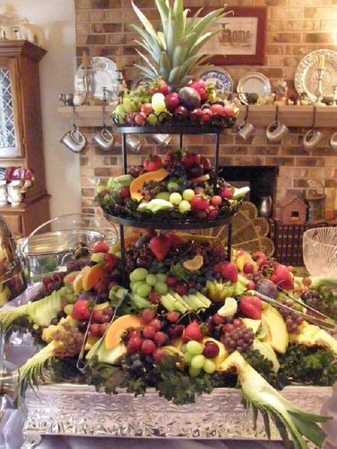 mesa de frutas para casamento rústico Foto Belle Cuisine