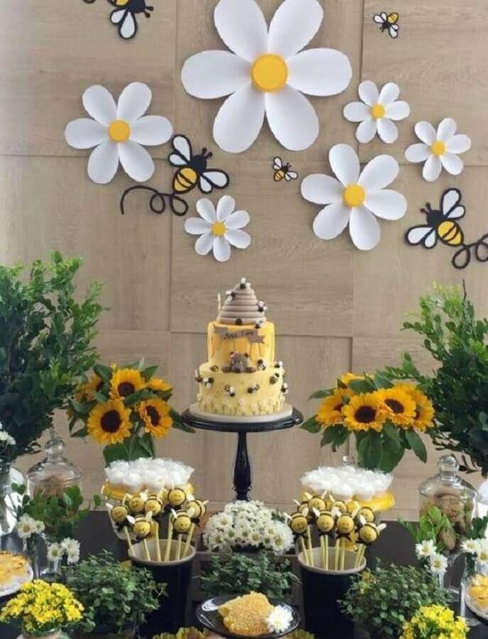 mesversário decorado com tema de abelinhas Foto Pinterest
