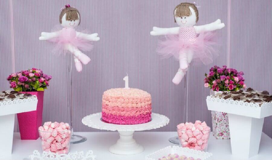 mesversário simples de menina decorado com bailarina Foto Alto Astral