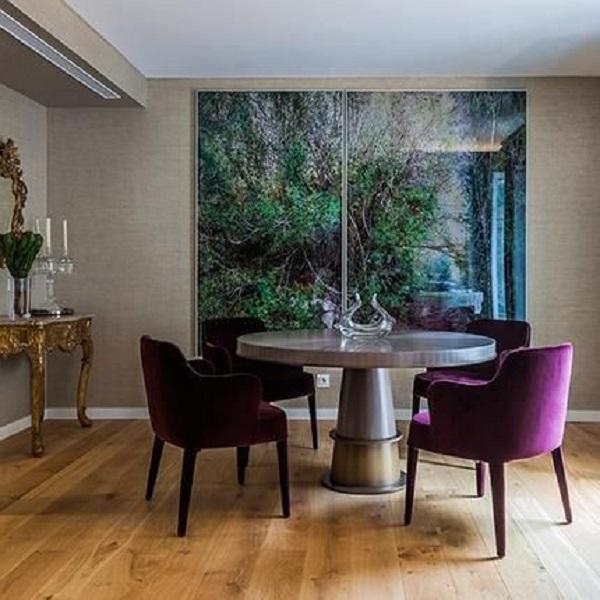 roxo em sala de jantar estilosa