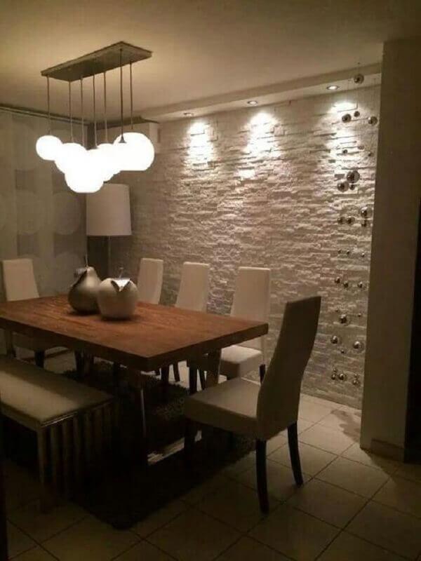 sala de jantar decorada com teto de gesso e luminária pendente Foto Home Diseños & Decoración Ideas