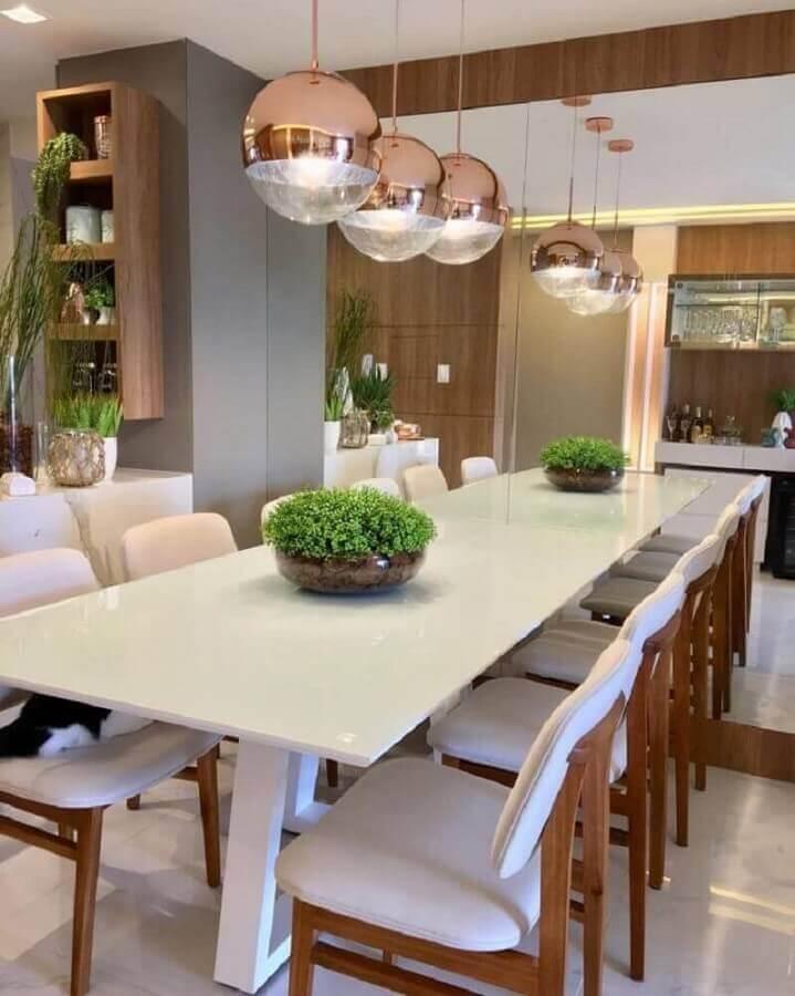 sala de jantar sofisticada com cobre na decoração com luminárias redondas Foto Ap 402