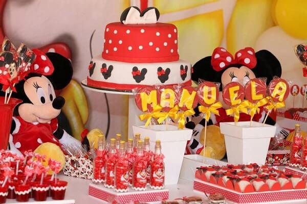 Mesa de doces com o tema Festa da Minnie