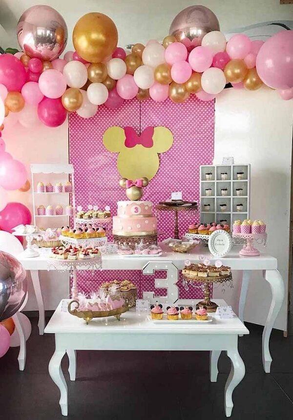 Use e abuse de balões e estrutura uma linda decoração