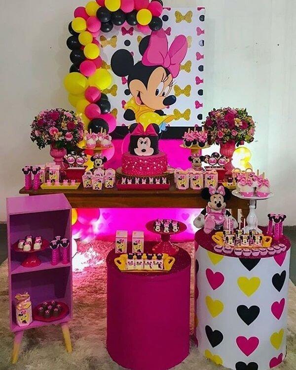 Festa da Minnie simples em tons de amarelo, rosa, roxo e preto