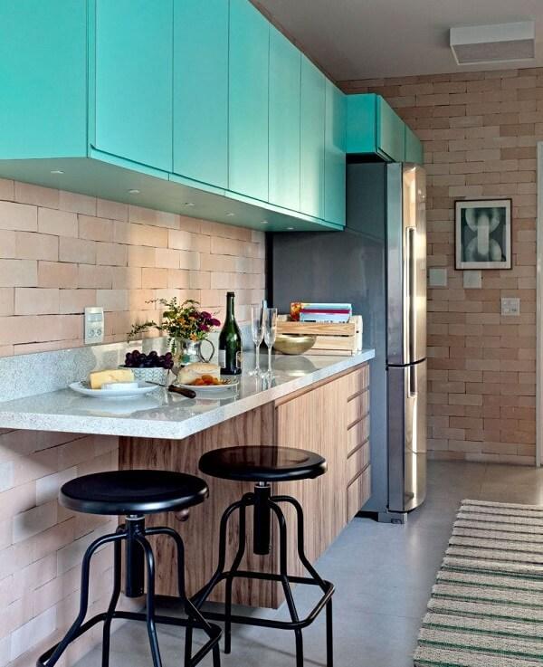 Superestético e sóbrio, o armário azul turquesa