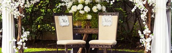 A cadeira dos noivos encanta com tanta nostalgia