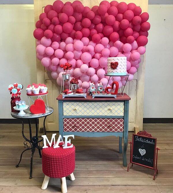 A decoração dia das mães foi feita com balões em degradê em forma de coração