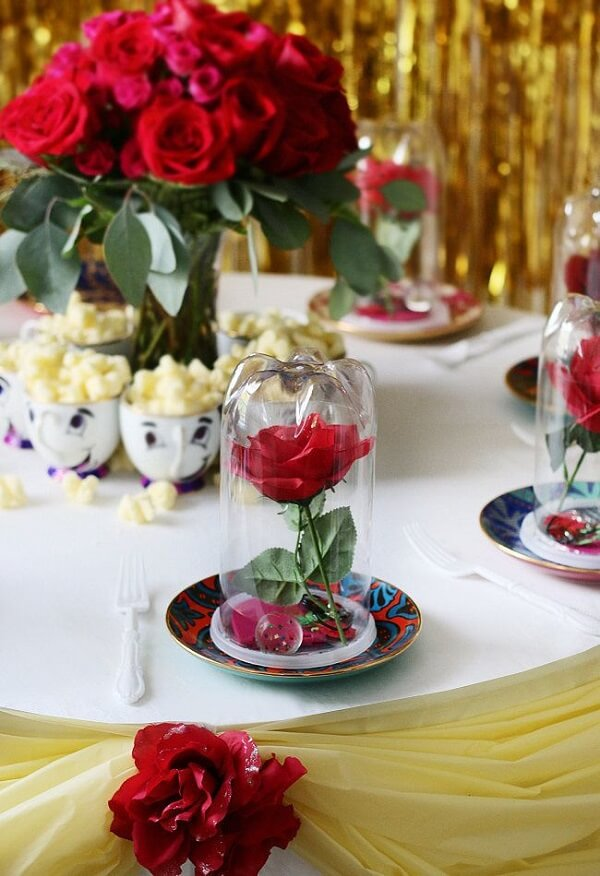 The guests' table can receive a unique and special decoration