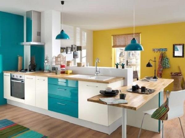 Cozinha integrada com tonalidades na cor azul turquesa e amarelo