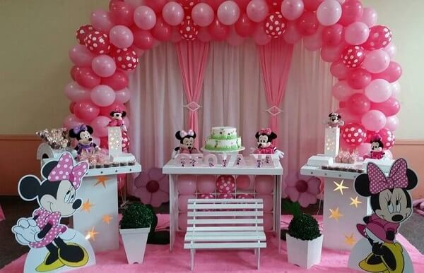 Pink and white balloon and curtain bow for minnie's party