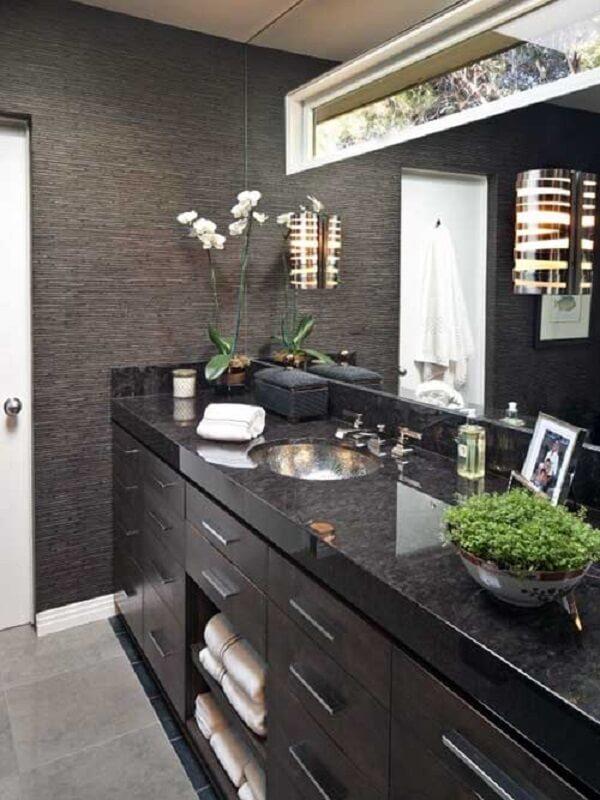 As plantas para banheiro decoram o ambiente masculino
