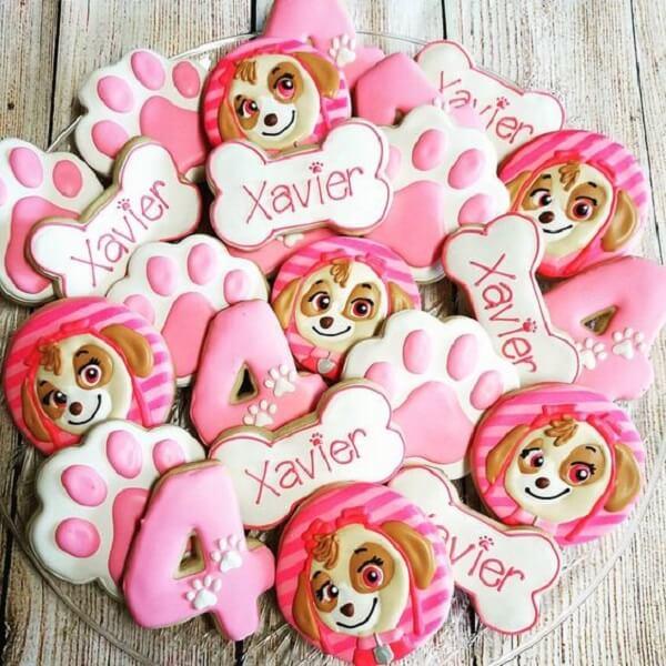 Biscoitos decorados com o tema de festa patrulha canina