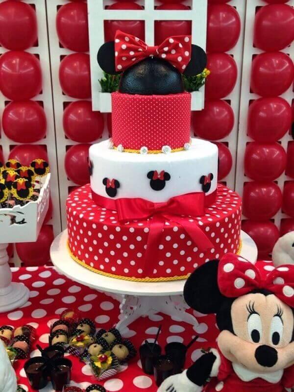 Bolo de andares para festa da Minnie vermelha