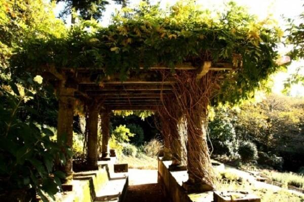 Caramanchão para jardins amplos