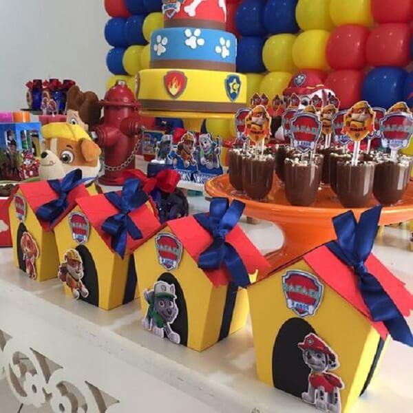Casinhas de cachorros para decorar a mesa