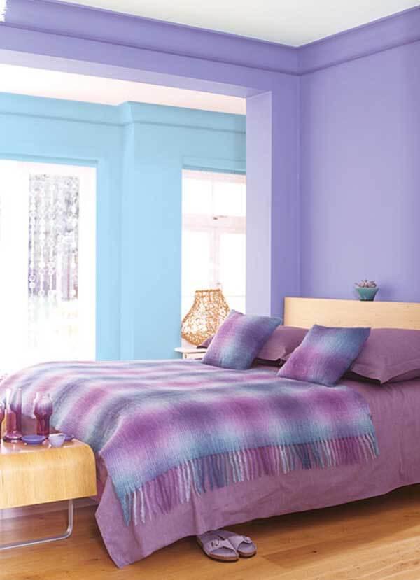 Cor lilás e azul no quarto de casal