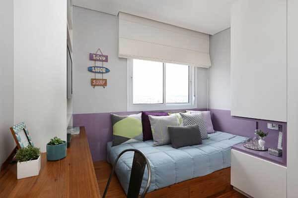 Cor lilás e branca no quarto