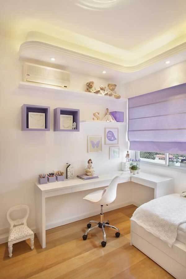 Cor lilás em quarto simples