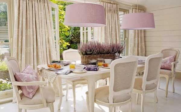 Cor lilás na decoração de sala de jantar