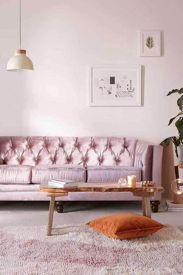 Cor lilás na sala de estar