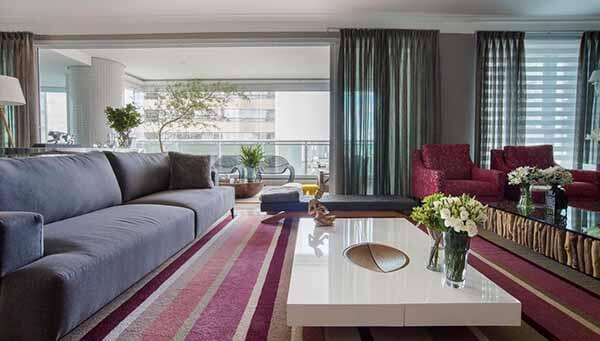 Cor lilás no tapete de sala de estar