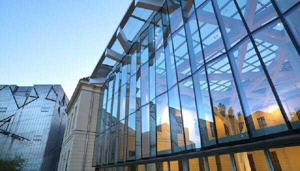 Cortina de vidro em fachada