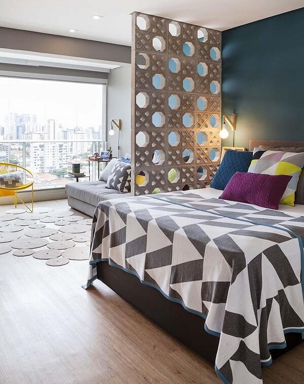 Cortina de vidro em quarto de casal moderno