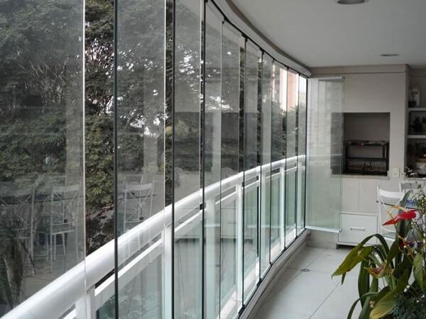 Cortina de vidro em sacada