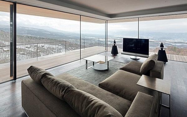 Cortina de vidro em sala de estar grande