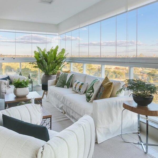 Cortina de vidro em sala de estar