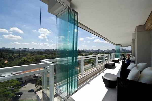 Cortina de vidro em varanda luxuosa