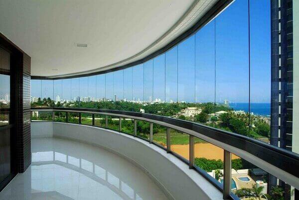 Cortina de vidro pode ser utilizada em ambientes internos e externos