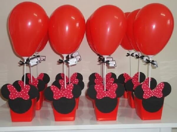Simple decoration for Minnie's party