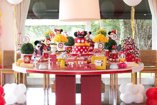 Creative decoration for simple minnie party