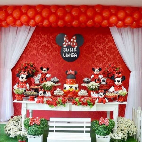 Red Minnie party table decoration