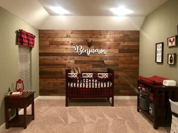 Decoração de quarto simples de bebê ao estilo rústico