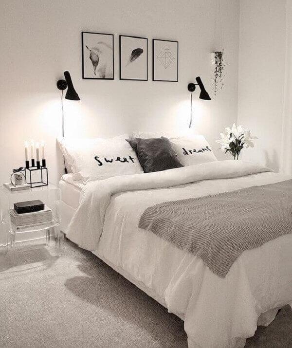 Decoração de quarto simples de casal em tons branco e preto