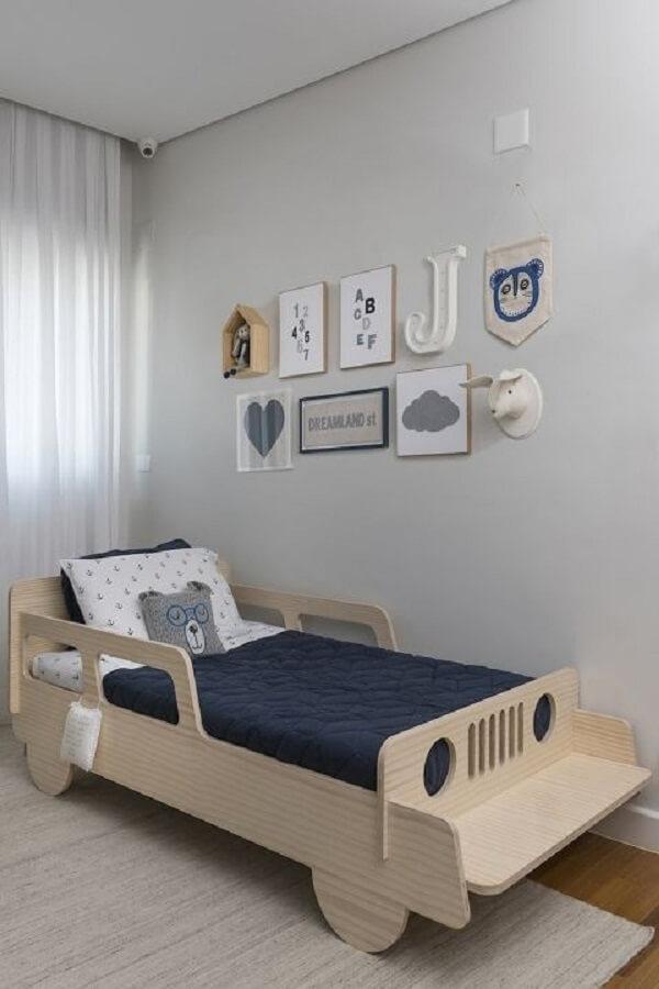 Decoração de quarto simples para menino com quadros
