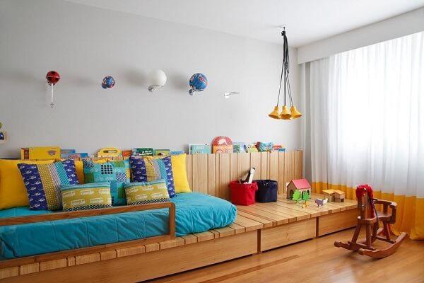 Decoração de quarto simples seguindo o conceito montessoriano