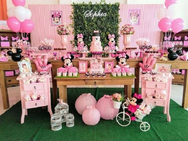 Table decoration for minnie pink party