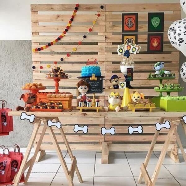 Mesa cavalete para decoração festa patrulha canina simples
