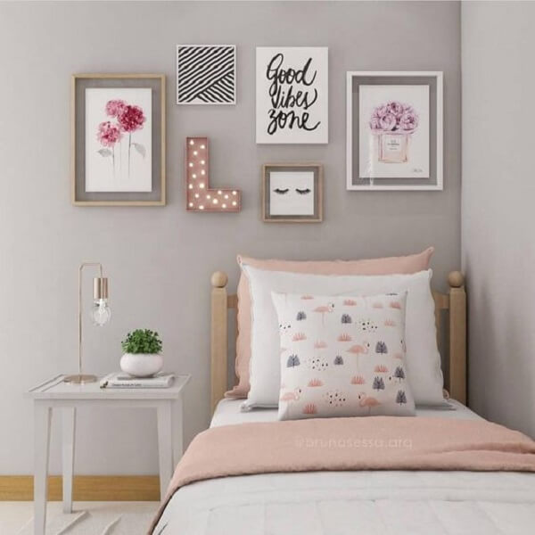 Decoração quarto de menina simples nos tons rosa e cinza