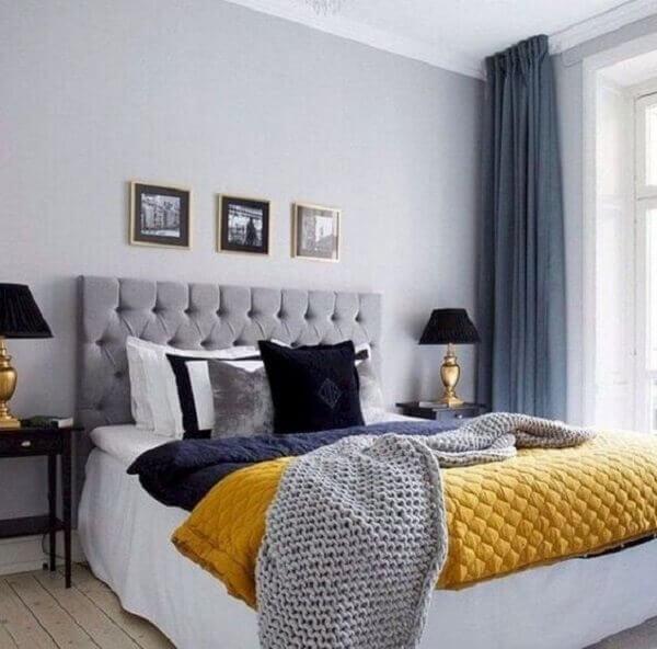 Decoração simples para quarto de casal e tons cinza e amarelo