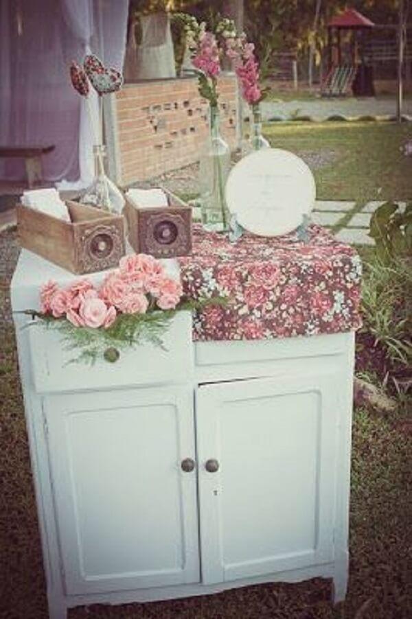 Decoração vintage casamento com criado-mudo