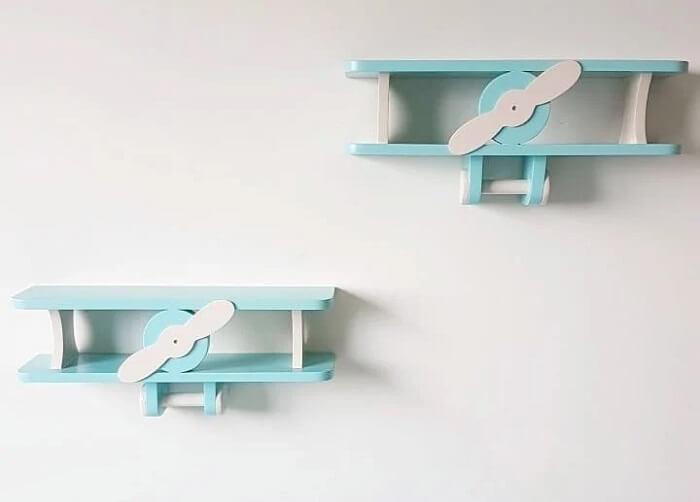 Delicadeza e criatividade na composição dessa prateleira para quarto de bebê