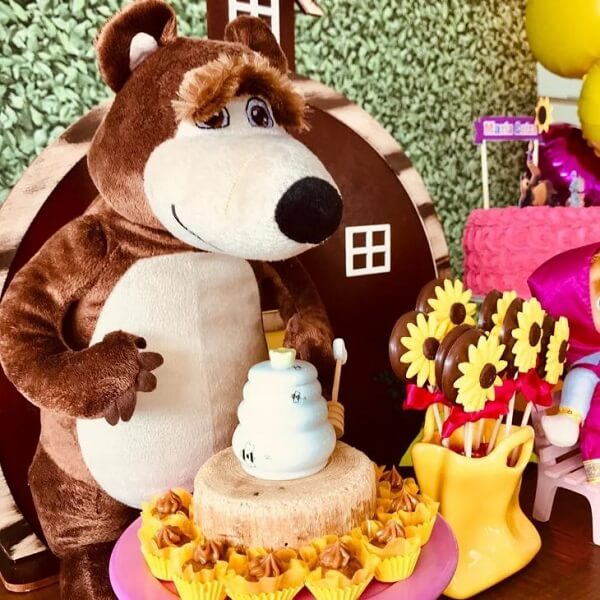 Depending on the birthday party it is possible to include stuffed animals in the decoration