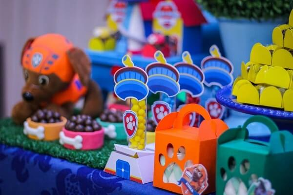 Ursinhos, doces e lembrancinhas para decoração festa patrulha canina