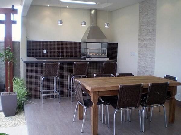Edícula com churrasqueira combina com a decoração dos mobiliários