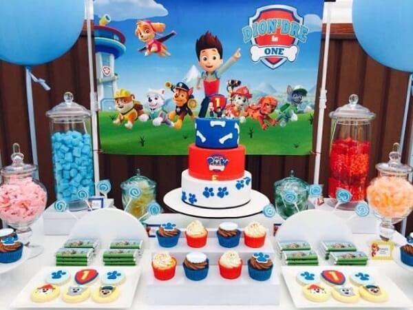 Elementos em vidro para compor a decoração de festa da patrulha canina
